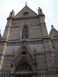 Arkitektoniska historiska religiösa byggnader för foto i Naples Italien - domkyrka av St Januarius Royaltyfri Foto