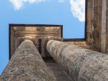 Arkitektoniska kolonner stil för sepia för forntida illustration för kolonner 3d tonad gammal realistisk Arkivfoto