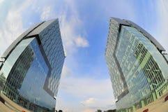 Arkitektoniska moderna byggnader - kopplar samman Royaltyfri Fotografi