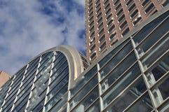 Arkitektoniskt abstrakt begrepp av stads- skyskrapor Arkivfoto