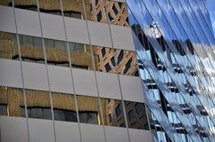 Arkitektoniskt abstrakt begrepp av stads- skyskrapor Fotografering för Bildbyråer