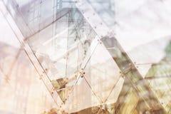 Arkitektoniskt abstrakt begrepp Modern byggnadsyttersida med disig colou Fotografering för Bildbyråer