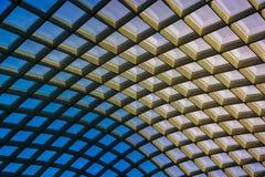 Arkitektoniskt abstrakt begrepp som tas av taket på Kogoden Courty Royaltyfri Foto