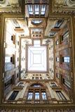 Arkitektoniskt bulting perspektiv Arkivfoto