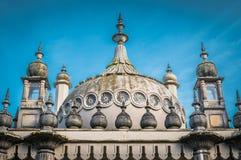 arkitektoniskt byggnadsdetaljtak Den kungliga Pavillionen i Brighton, UK Royaltyfri Bild