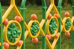 arkitektoniskt färgrikt staket royaltyfri foto