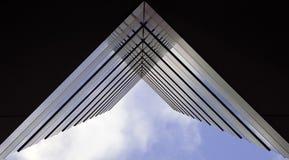 arkitektoniskt rakt för abstrakt begrepp framåt Royaltyfria Foton