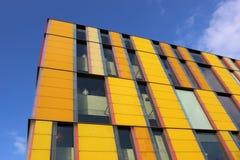Arkitektoniskt särdrag för gula rektanglar. Fotografering för Bildbyråer