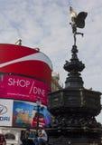 Arkitektoniskt slut upp av honom Shaftesbury minnesmärkespringbrunn Royaltyfria Foton