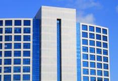 Arkitektoniskt specificera av en modern byggnad royaltyfri foto
