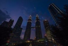 Arkitektur asia, bro, byggnad, affär, huvudstad, mitt, mitt, stad, cityscape, område som är i stadens centrum, afton som är beröm arkivfoto