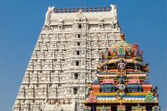 Arkitektur av den Annamalaiyar templet i Tiruvannamalai, Indien Arkivbilder