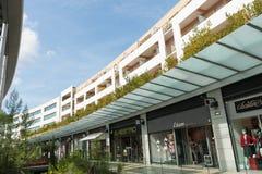 Arkitektur av den moderna shoppingmitten Arkivfoto