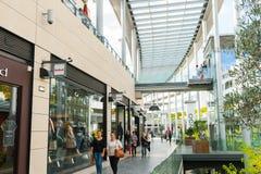 Arkitektur av den moderna shoppingmitten Royaltyfria Foton