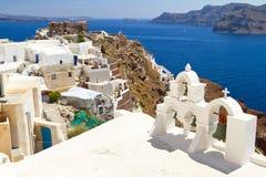 Arkitektur av den Oia byn på den Santorini ön Royaltyfri Foto