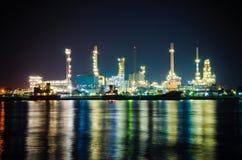Arkitektur av den olje- raffinaderiväxten Arkivfoto