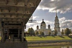 Arkitektur av den Rybinsk staden, Ryssland betyder den grundade domkyrkafabriken 1824 yakovlev för transfiguration för stenen för Arkivfoton