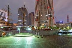 Arkitektur av det Minato Mirai 21 området i Yokohama på natten Royaltyfria Bilder