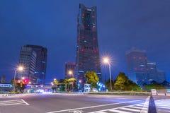 Arkitektur av det Minato Mirai 21 området i Yokohama på natten Arkivfoton