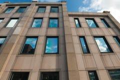 Arkitektur av en modern byggnad i London Arkivfoto