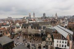 Arkitektur av gator av den Ghent staden, Belgien i regnig dag arkivfoto