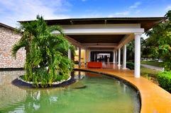 Arkitektur av hotellet Catalonia kungliga Bavaro i Dominikanska republiken Royaltyfri Bild