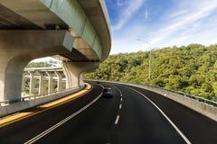 Arkitektur av huvudvägkonstruktion med härliga kurvor Arkivbilder