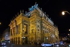 Arkitektur av Prague på natten Arkivbild