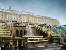 Arkitektur av St Petersburg medeltida russia för 16 århundrade fästningizborsk th som löper Arkivfoton