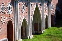 Arkitektur av Tsaritsyno parkerar i Moskva gammal bro Royaltyfri Bild