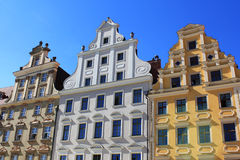 Arkitektur av Wroclaw, Polen, Europa Stadsmitt, färgrika historiska hyreshusar för marknadsfyrkant Fäll ned Silesia, Europa arkivbilder