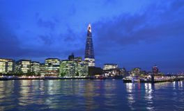 Arkitektur bro, britain, brittiskt som bygger, affär, huvudstad, stad, cityscape, destinationer, centrum, skymning, invallning, e Royaltyfria Bilder