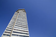 Arkitektur, byggande torn, Edificio kolon eller Torre Maritima, brutalismstil, Barcelona Arkivbilder
