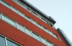 Arkitektur för fasad för kontor för tegelstenvägg som bygger den stads- strukturen Fotografering för Bildbyråer