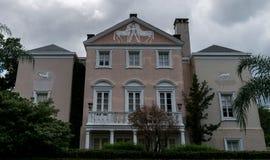 Arkitektur för New Orleans trädgårdområde arkivfoton