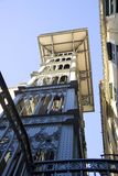 Arkitektur för Santa Justa elevatorLissabon Portugal Baixa openwork synvinkel Royaltyfri Foto