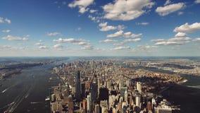 Arkitektur för skyskrapa New York för i stadens centrum område modern, i att förbluffa flyg- cityscapehorisontpanorama stock video