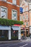 Arkitektur i gatorna av att presentera för Dublin stadsmitt Royaltyfria Bilder