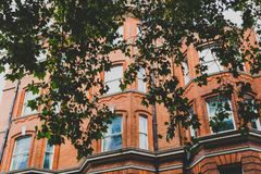 Arkitektur i London stadsmitt i Mayfair arkivfoton