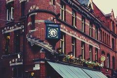 Arkitektur i mitt för stad för Dublin ` s nära Grafton Street Arkivbilder