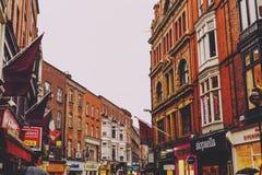 Arkitektur i mitt för stad för Dublin ` s nära Grafton Street Arkivfoto