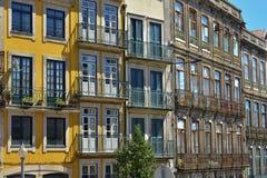 Arkitektur med den färgrika fasaden av det husRibeira området Royaltyfri Fotografi