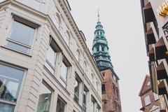 Arkitektur och byggnader i den berömda shoppinggatan av Stro Arkivbild