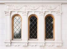 Arkitektur och fönster av renässansstil Arkivfoto