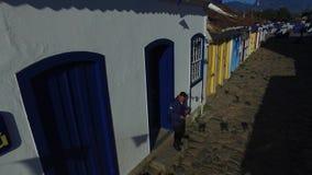 Arkitektur och gata för flyg- sikt antik i staden av Paraty - Rio de Janeiro - Brasilien stock video