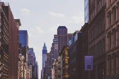 Arkitektur och härliga byggnader längs Broadway i Manhattan Royaltyfri Foto