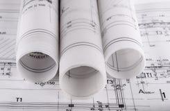 Arkitektur rullar arkitektoniska techical planarkitektritningar Arkivfoton