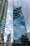 Arkitektur som är modern med den glass designfasaden Arkivfoton