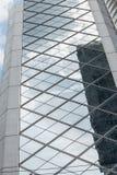 Arkitektur som är modern med den glass designfasaden Arkivbild
