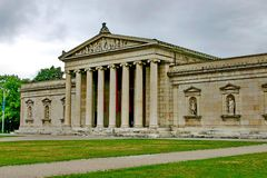 arkitektur som bygger klassisk ionic beställning Arkivbilder